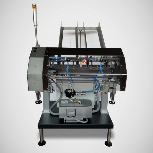 Pick and place denester machine for automatic handling of trays and lids