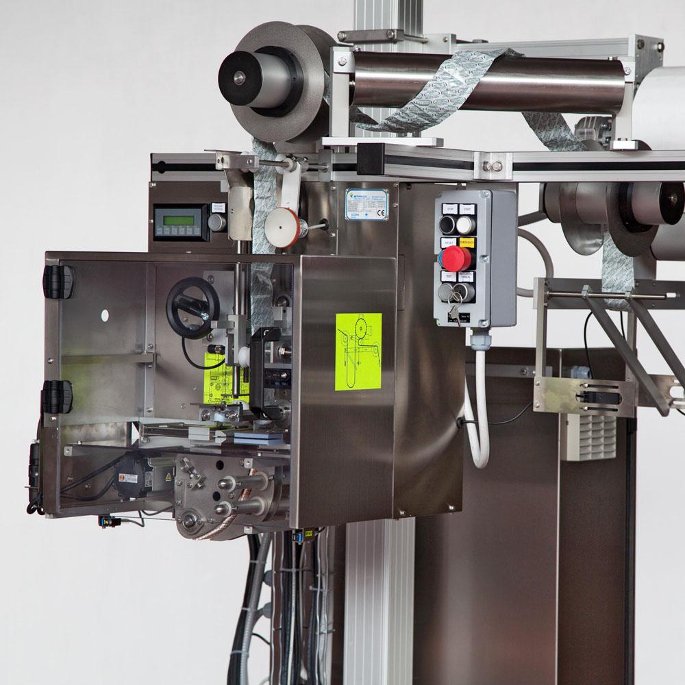 Alimentatore automatico per taglio e distribuzione prodotti a nastro  continuo 732d0eada639