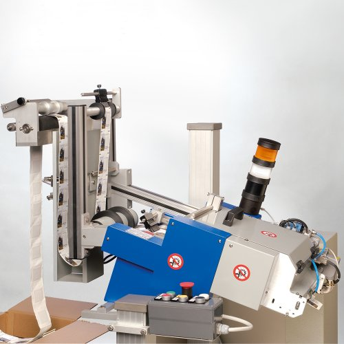 Roll friction feeder for products coming in a roll format