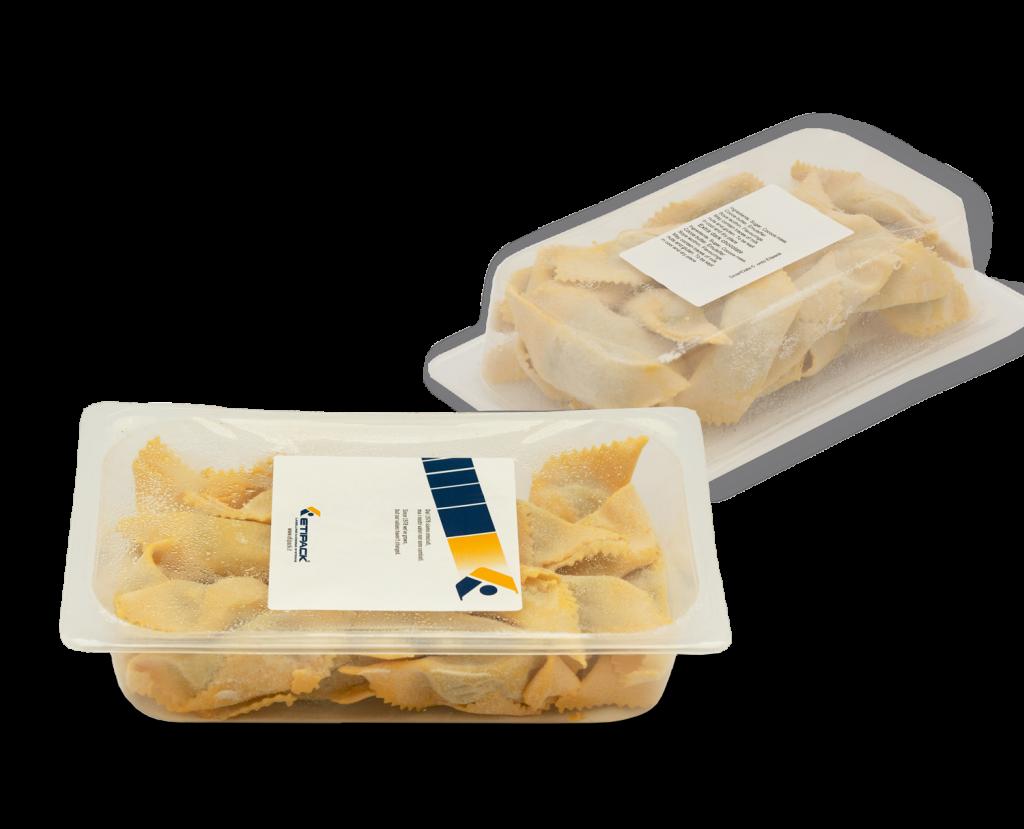 Applicazione etichetta su vaschette di pasta fresca